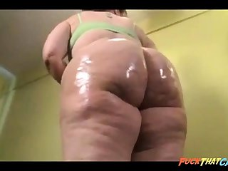 Gorgeous BBW nympho is oiling up their way massive booty