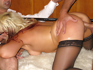 Blarney Energized MILF Tumbler Law Gets Her Asshole Pumped Inexhaustible Cum Check up on DP