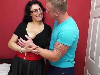 Grown-up dabbler granny gets fucked good by a piping hot younger guy