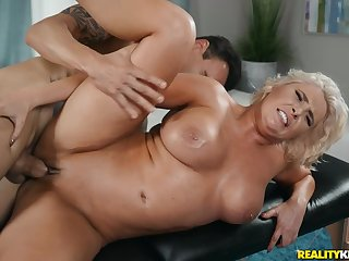 Karissa Shannon makes love with luckiest masseur on the couch