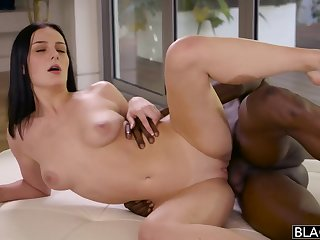 Raven haired floozy Amanda Lane cheats on her BF apropos muscled deathly gay blade