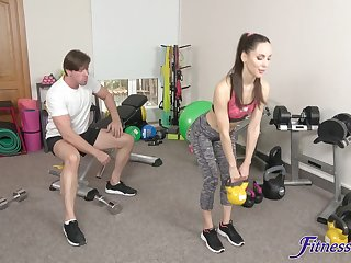 Close up video of girlfriend Lilu Moon having sex in the gym